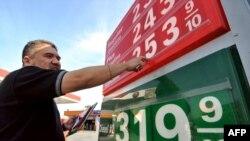 بهاى نفت خام در بازار آمريكا نزديك به هشت درصد كاهش يافت.(عکس: AFP)
