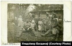Нямецкія салдаты зь дзецьмі. Вялікая Олься, 1916 год