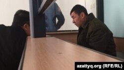 Подозреваемый водитель сгоревшего автобуса Нуржан Кыргызбаев во время суда. 26 января 2018 года.