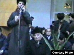 В декабре 1991 года Тахир Юлдаш, объявивший себя «эмиром Намангана», заставил «встать на колени» приехавшего в Наманган Ислама Каримова.