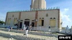 Xhamia në Arash të Gadishullit Sinai e cila u sulmua dje