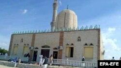 Мечеть, подвергшаяся атаке, 24 ноября 2017