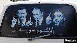 Сүриядә Бәшәр Асад (сулда), Владимир Путин (уртада) һәм Лүбнәндәге Һизбулла җитәкчесе Сәет Хәсән Насралла (уңда) сурәтләре төшерелгән микроавтобус тәрәзәсе