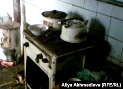 Кухня семьи Злобиных. Алматинская область, Карасайский район, май 2012 года.
