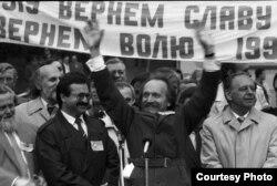 В'ячеслав Чорновіл вітає львів'ян. 1 травня 1990 року
