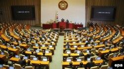 Parlamenti i Koresë së Jugut në pritje të votimit për shkarkim të presidentes, Park Geun-hye