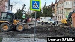Дорожные работы на улице Айвазовского в Керчи, февраль 2019 года
