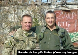 Андрій Бойко та старший лейтенант 5-та БТГр Євген Костемській. Водяне, біля ДАПу. Вересень 2015 рік,