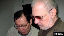 Гимран Ергалиев и Юрий Мизинов, руководители популярного веб-сайта zonakz.net. Алматы, 3 марта 2009 года.