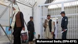 افغان بندیان (ارشيف)