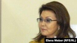 Дарига Назарбаева, дочь президента Казахстана и депутат парламента, во время своего рабочего визита в Темиртау. 5 апреля 2012 года.