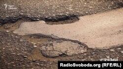 Дорожне покриття на вулиці Васильківській