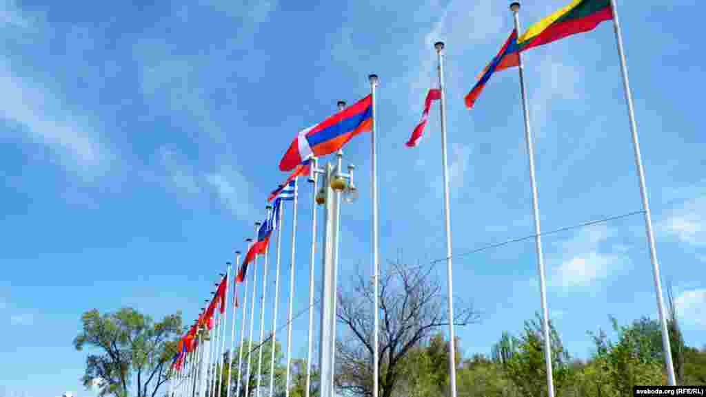 Флаги стран, солидарных с Арменией