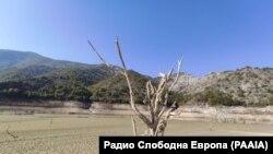 Влијанието на минатогодишната суша во околината на Езеро Козјак.