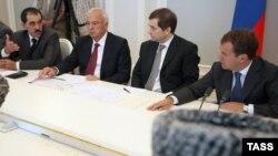 Встреча Дмитрия Медведева с главами и религиозными лидерами северокавказских республик. Сочи, 2009 год.