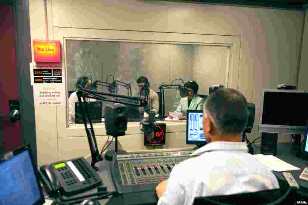 The first broadcast of Radio Mashaal, RFE/RL's Pashto-language service to the Afghan-Pakistan border region-January 2010