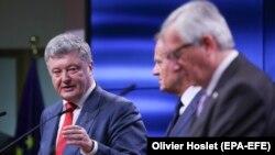 Петр Порошенко, Дональд Туск и Жан-Клод Юнкер, Брюссель, 9 июля 2018 года.