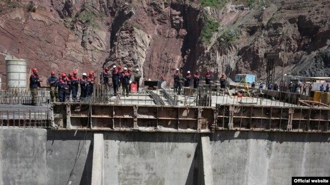 Рабочие на строительстве Рогунской ГЭС в Таджикистане.