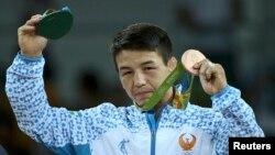 Борец Елмурат Тасмуратов на церемонии награждения в Рио-де-Жанейро. 14 августа 2016 года.