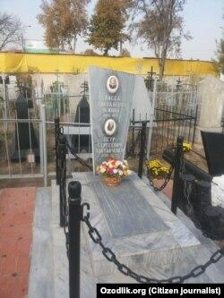 На христианском кладбище «Садовая» в Андижане, по официально неподтвержденной информации, похоронен дед губернатора Санкт-Петербурга Петр Полтавченко.