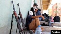 گروهی از افراد شاخه جوانان حزب کارگران کردستان ترکیه در سیلوان