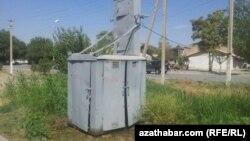 Azatlyk Radiosy bilen söhbetdeş bolýan türkmenistanlylar ýurduň dürli künjeklerinde elektrik energiýasynyň üpjünçiliginden nägiledigini aýdýarlar.