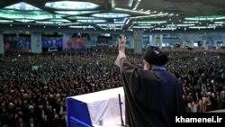 Ajatolah Ali Hamenei u obraćanju vernicima tokom molitve petkom