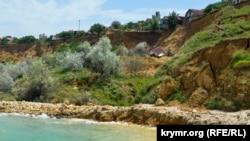 Пляж «Толстяк» під Севастополем у зсувонебезпечній зоні