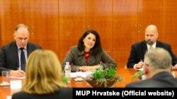 Ambasador Juleta Valls Noyes u razgovoru sa ministrom Davorom Božinovićem
