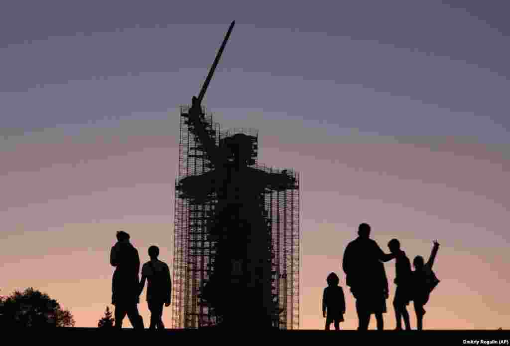 Заход сонца на месцы Сталінградзкай бітвы ў Валгаградзе.
