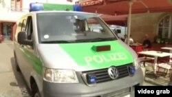 Ոստիկանները զննում են միջադեպի վայրը, Անսբախ, Գերմանիա, 24 հուլիսի, 2016թ.