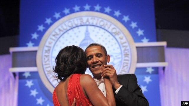 Predsjednik SAD sa suprugom na balu nakon svečanog polaganja zakletve