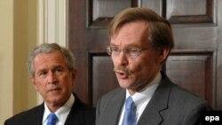 Роберт Зеллик работает в команде Джорджа Буша давно