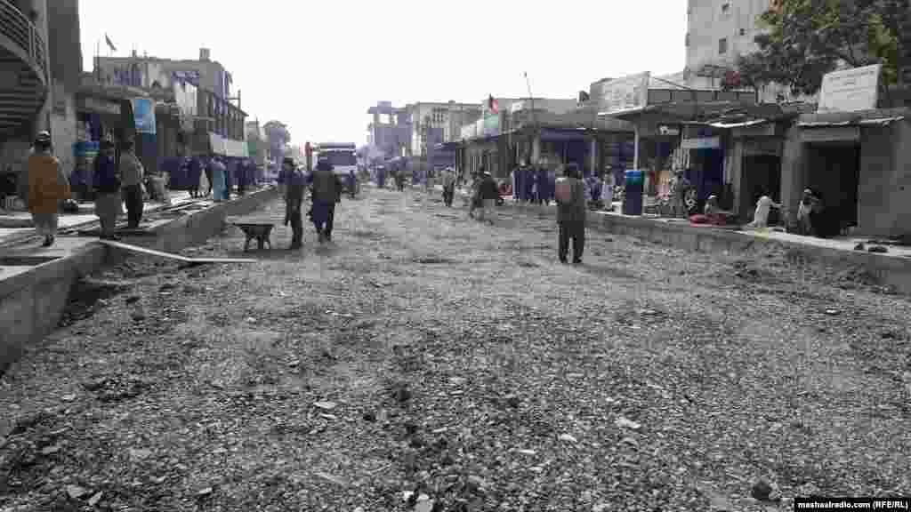 دا مهال د چارواکو په وینا د خوست ښار په بېلابېلو برخو کې د نږدې۹۷میلیونه افغانیو په ارزښت په یو شمېر پروژو کار روان دی، چې ځينې يې بشپړیدو ته نږدې شوې دي.