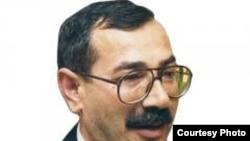 M.İsmayıloğlu təsisçisi Prezidentin İcra Aparatı olan «Xalq qəzeti»nin baş redaktoru olub