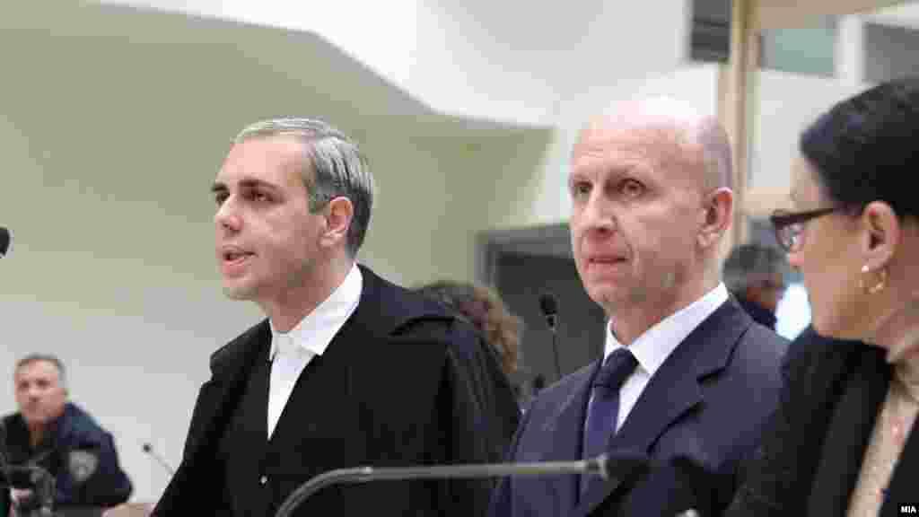 МАКЕДОНИЈА - Сашко Дукоски, адвокатот на првоосомничениот во случајот Рекет, Бојан Јовановски, рече дека неговиот клиент кој се наоѓа во притвор во затворот Скопје секојдневно имал притисоци и закани.