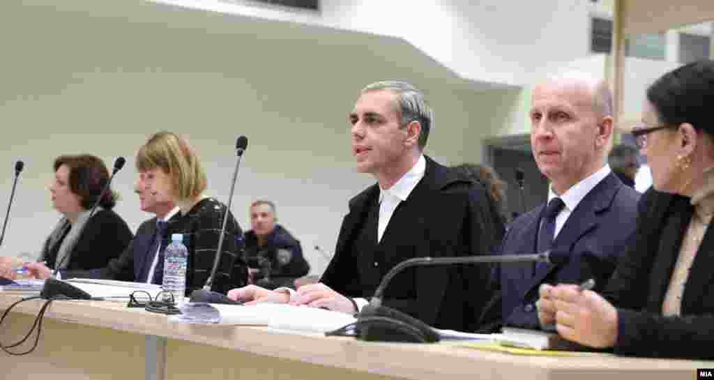 МАКЕДОНИЈА - Судењето за случајот Рекет ќе продолжи на 3 јануари 2020, со сослушување сведоци, меѓу кои и заменичката на поранешната специјална јавна обвинителка Катица Јанева, Елизабета Јосифовска.