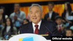 """Қазақстан президенті Нұрсұлтан Назарбаев """"Жас Отан"""" съезінде. Астана, 16 қараша, 2012 жыл"""