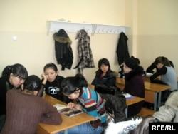 Студенты одного из вузов Алматы.