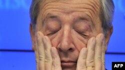 Jean-Claude Juncker acuză oboseala la afîrșitul reuniunii de la Bruxelles