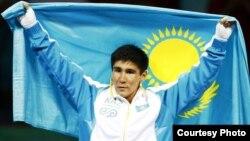 Бейжіңде 2008 жылы өткен жазғы олимпиадада бокстан жеңімпаз атанған Бақыт Сәрсекбаев. (Көрнекі сурет)