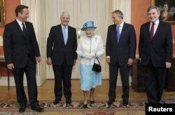 Королева и ее премьер-министры (слева направо: Дэвид Кэмерон, Джон Мэйджор, Тони Блэр, Гордон Браун)