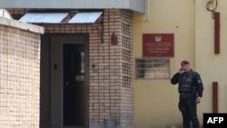 У входа в следственный изолятор в Москве. Иллюстративное фото.