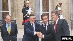 Ширкаткунандагони ҳамоиши Порис аз чап -- Ҳавийер Солана, Жозе Мануел Баррозо, Николас Саркозӣ ва Виктор Юшенко, 9 сентябри соли 2008.