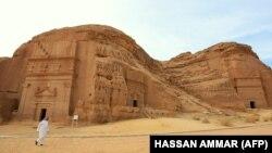 تصویری از سازه تاریخی مدائن صالح در شمال عربستان که پیشینه ساخت آن به سده اول پیش از میلاد باز میگردد.