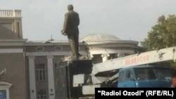 Демонтаж памятника Ленину в г. Бустоне