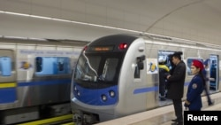В день открытия алматинского метро. 1 декабря 2011 года.