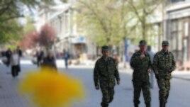 Ukraine/Crimea -- Samooborona - Simferopol, 11Apr2014