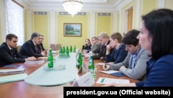 Президент Украины Петр Порошенко на встрече с представителями общественных организаций в Киеве, 27 марта 2017 года.