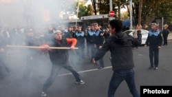 Armenia -- Opposition activist Shant Harutiunian clashes with riot police in Yerevan, 5Nov2013